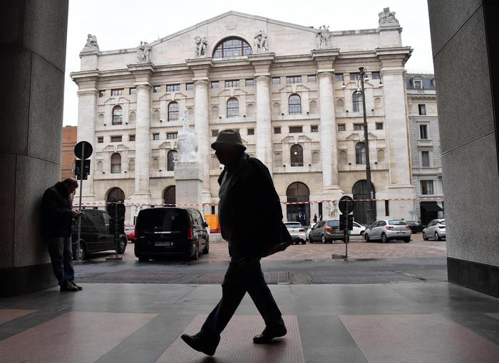 Borsa: Milano chiude in rosso (-2,2%)