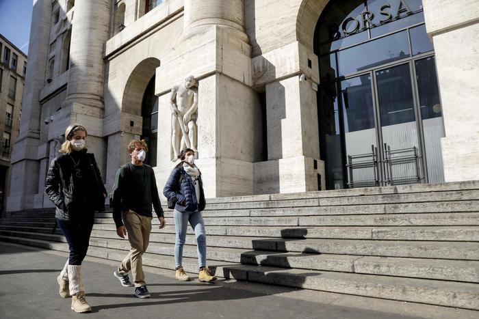 Borsa Milano soffre con Europa, male Eni