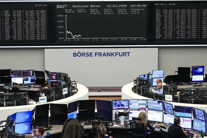 Borsa: Europa in positivo dopo calo Pil eurozona