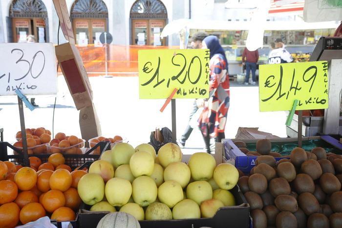 Prezzi: ancora in deflazione a luglio, in calo a -0,3%