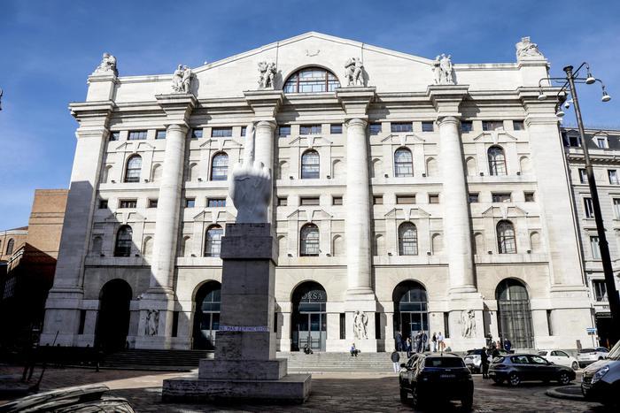 Borsa: Milano chiude in ribasso (-0,71%)