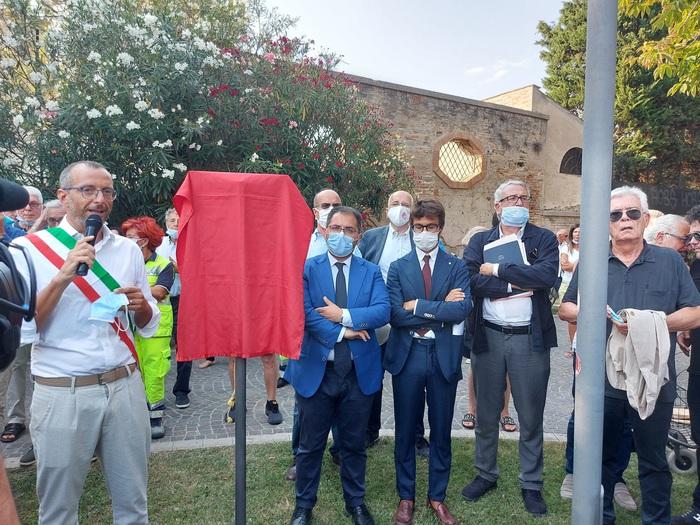 Craxi: contestazioni per dedica giardini a Pesaro