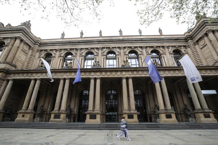 Borsa: Europa frena con Wall Street, Milano +0,5%