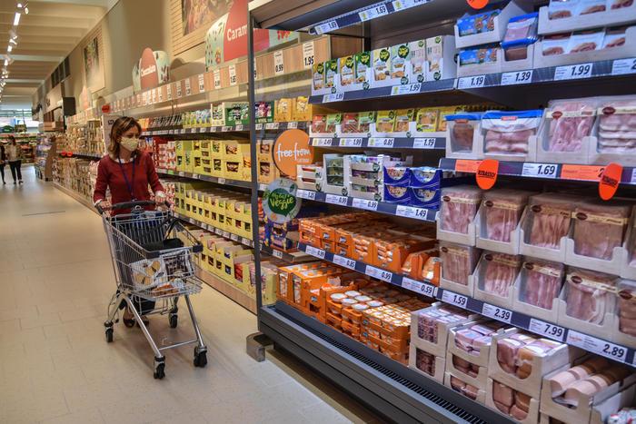 Confcommercio: Covid brucia 116 mld di consumi nel 2020