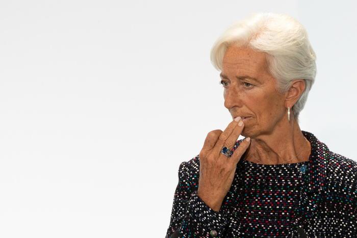 Lagarde apre a revisione dell