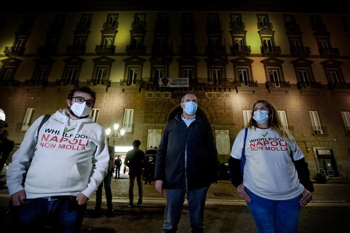 Whirlpool conferma chiusura Napoli, no dei sindacati