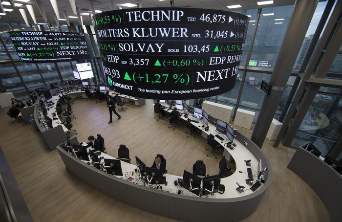 Borsa: Europa debole con il calo del prezzo del petrolio