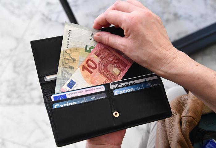 Inflazione: Istat, resta negativa, a novembre -0,2%