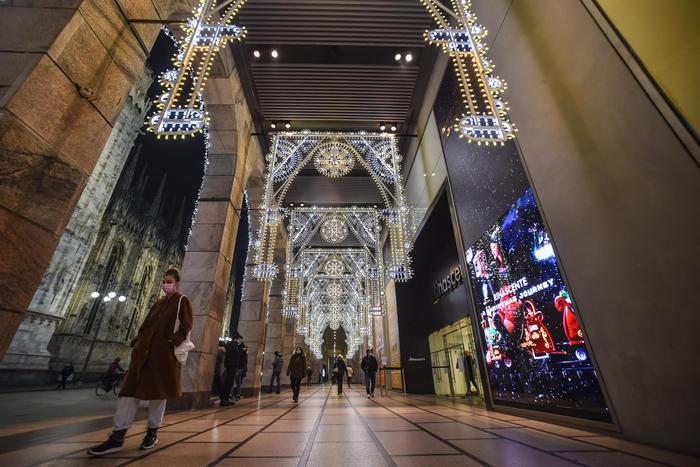 Natale: Confcommercio, meno regali, spesa cala del 18%