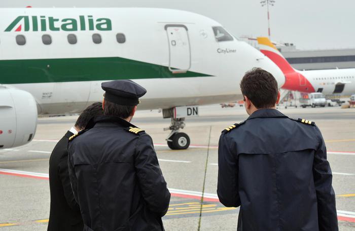 Alitalia: Draghi incontra ministri, prima riunione su dossier
