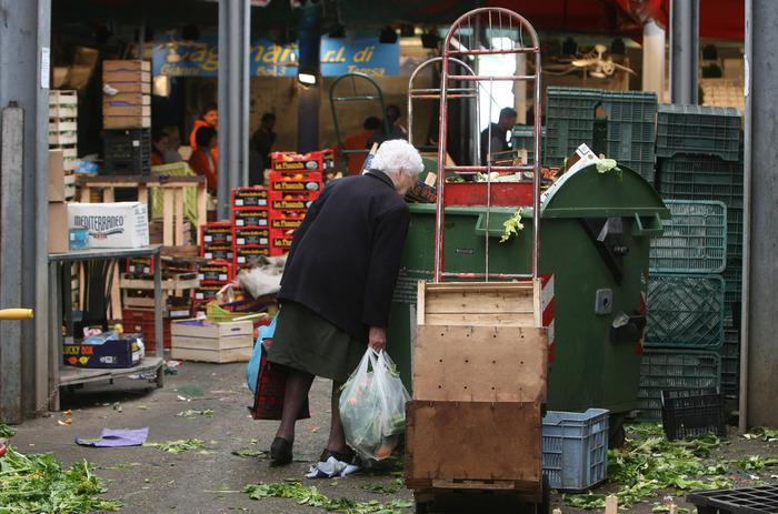 Istat: Nel 2020 335mila famiglie in povertà assoluta in più. E' record da 15 anni