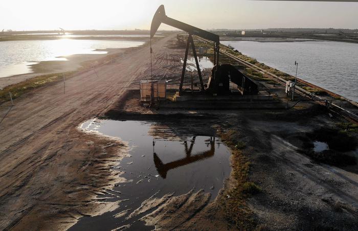 Petrolio: chiude in rialzo New York a 63,83 dollari