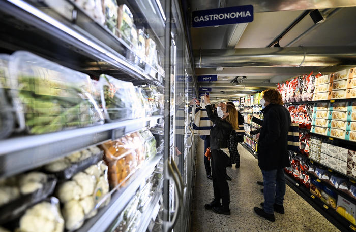 Istat, -3% vendite a gennaio, boom dei discount alimentari