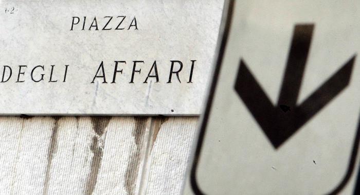 Borsa: Milano in calo con Stm, Eni e Piaggio, corre Tim