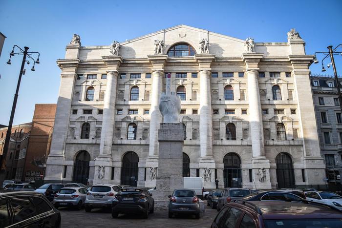 Borsa: Milano chiude in calo (-0,56%)