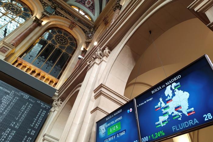 Borsa: Europa indecisa, aspetta Fed e colloquio Biden-Putin