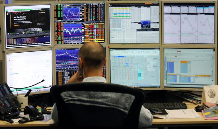 Borsa: Milano in cauto rialzo (+0,11%), positivi i petroliferi