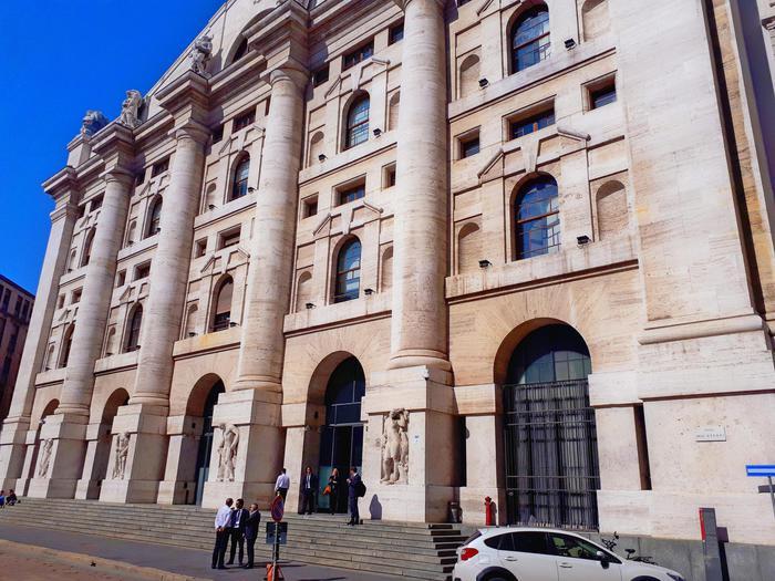 Borsa: Milano chiude in rialzo (+0,41%)
