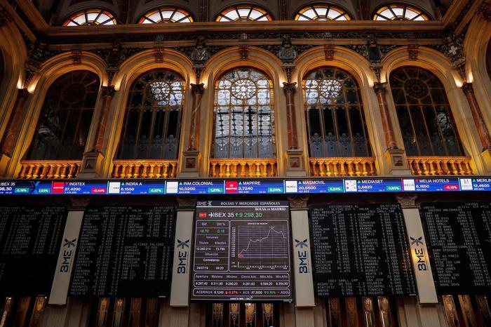 Borsa: Europa positiva, euro ai minimi