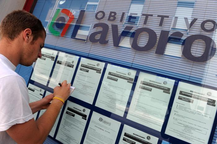 Lavoro: disoccupazione agosto al 9,5%, minimo da 2011. Bene i giovani