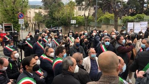 Covid:sit-in sindaci davanti ospedale Cosenza,