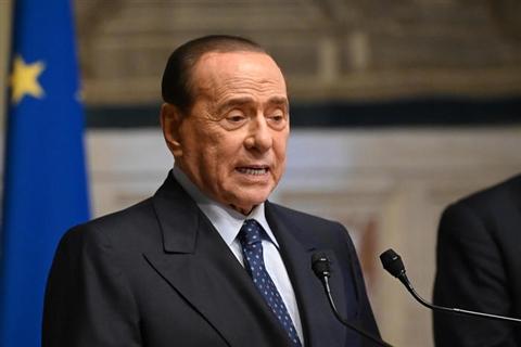 Riunione Fi con Berlusconi, forte spinta per partito unico