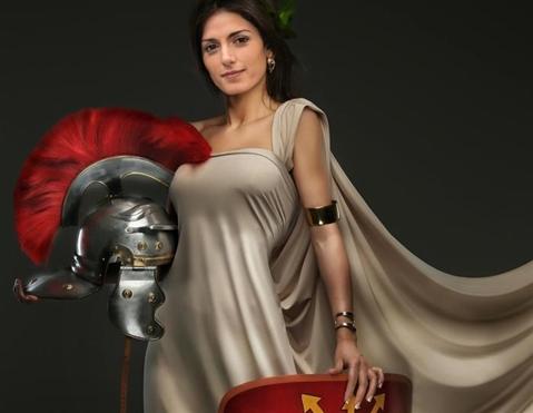 """Grillo posta la foto di Raggi gladiatrice: """"Avanti con coraggio"""""""